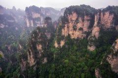 Picos de montanha altos do yuanjiajie Fotografia de Stock