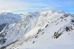 Picos de montanha bonitos no inverno imagem de stock royalty free
