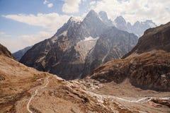 Picos de montanha em cumes franceses, Ecrins, França Foto de Stock