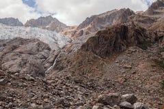 Picos de montanha em cumes franceses, Ecrins, França Fotos de Stock Royalty Free