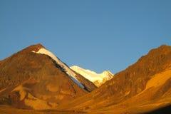 Picos de montanha no por do sol Imagens de Stock Royalty Free