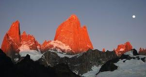 Picos de montanha vermelhos Foto de Stock Royalty Free