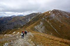 Picos de montanha vermelhos, montanhas de Tatras no Polônia foto de stock