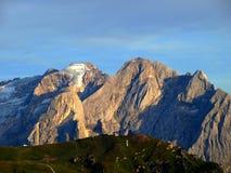 Picos de montanhas de Dolomiti imagem de stock