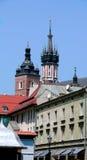 Picos del tejado en Kraków imagenes de archivo