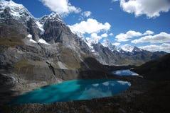 Picos e lagos da neve fotografia de stock royalty free