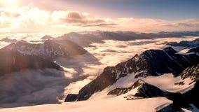 Picos e nuvens de montanha Imagens de Stock Royalty Free