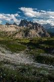 Picos e vale nas dolomites foto de stock royalty free