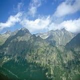 Picos en nubes Imagenes de archivo