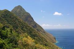 Picos gemelos en el Caribe Fotos de archivo