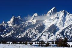 Picos magníficos de Teton en el bosque del Estado de Bridger-Teton en Wyoming Foto de archivo