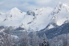 Picos nevado brancos das montanhas em cumes franceses Imagens de Stock