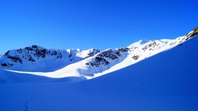 Picos nevados Imagenes de archivo