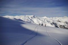 Picos nevados en las montañas europeas Fotos de archivo