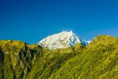 picos Neve-tampados no Peru fotos de stock
