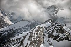 Picos, nieve y glaciares de montaña cerca de Kaprun - Zell ve, Austria Foto de archivo libre de regalías