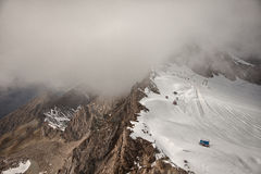 Picos, nieve y glaciares de montaña cerca de Kaprun - Zell ve, Austria Imagenes de archivo