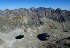 Picos rocosos de Tatras y valle verde de las montañas de Tatra en eslovaco Imágenes de archivo libres de regalías