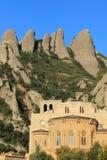 Picos y abadía de montserrat Foto de archivo