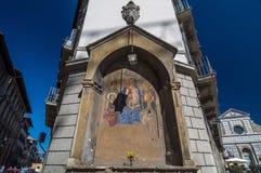 Pictogram bij de hoek van de bouw en achter de Basiliek, Florence Stock Foto's