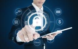 Pictogram van het zakenman het dringende slot op het virtuele scherm Bedrijfs het veiligheidssysteemconcept van Internet en cyber stock afbeelding