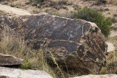 Pictogramas indios antiguos en rocas del desierto Foto de archivo libre de regalías