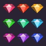 Pictogrammen van beeldverhaal de vectordiediamanten in verschillende kleuren met verschillende vormen worden geplaatst Stock Afbeelding