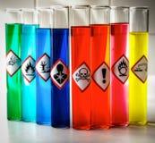 Pictogrammes chimiques alignés de danger - toxique photos stock
