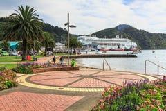 Picton, Nowa Zelandia Pamiątkowy park, patrzeje w kierunku schronienia fotografia royalty free