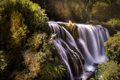 Pictoresque italiensk vattenfall: Cascata dellemarmore Arkivbild