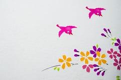 Pictture ptaki latali wokoło kwiatów. Obraz Stock
