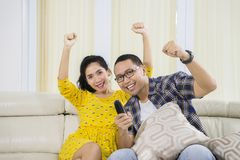 Cheerful couple watching a soccer match at home Royalty Free Stock Photography