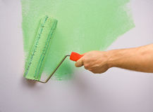 Painting the wall with roller Royalty Free Stock Photos