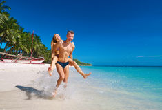 Picture of happy couple in sunglasses on the beach. (focus on wo Royalty Free Stock Photos