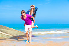 Picture of happy couple in sunglasses on the beach Royalty Free Stock Photos