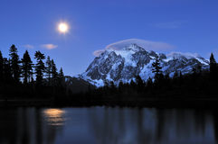 Picture lake and mount shuksan Stock Images