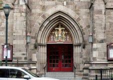 Pictured är den främre ingången av episkopalkyrkan för St Mark ` s, Philadelphia, Pennsylvania Fotografering för Bildbyråer