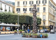 Ad Lucem statue by Matteo Pugliese in Piazza Tasso, Sorrentino. Pictured is the bronze Ad Lucem statue by Matteo Pugliese in Piazza Tasso, Sorrento, Italy.  It Stock Photos