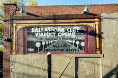 Mural commemorating the opening of the Dallas-Oak Cliff Viaduct, Bishop Arts District, Dallas, Texas. Pictured is a mural commemorating the opening of the Dallas stock images