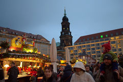 Picturesqque拥挤了圣诞节集市场所 免版税图库摄影