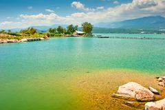The picturesque azure lake Royalty Free Stock Images