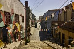 Picturesque Downhill Street in Valparaiso Stock Photography