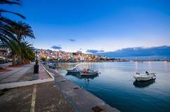Pictursqueporten av Sitia, Kreta, Grekland på solnedgången Sitia är en traditionell stad på den östliga Kreta nära stranden av pa Royaltyfri Foto