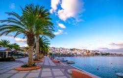 Pictursqueporten av Sitia, Kreta, Grekland på solnedgången Sitia är en traditionell stad på den östliga Kreta nära stranden av pa Royaltyfri Fotografi