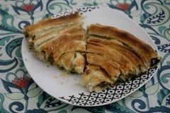 Pide con espinaca y queso Foto de archivo