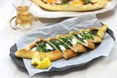 Pide de la espinaca, pizza turca Foto de archivo libre de regalías