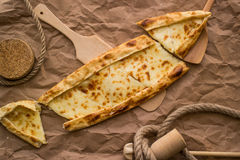 Pide de Tukish con queso/el pide de Kasarli Imagen de archivo libre de regalías