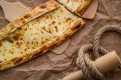 Pide de Tukish con queso/el pide de Kasarli Imágenes de archivo libres de regalías