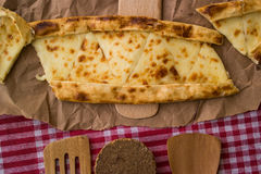 Pide de Tukish con queso/el pide de Kasarli Fotografía de archivo libre de regalías