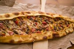 Pide turco con queso y pide cubicado del kasarli de la carne/del kusbasili Fotografía de archivo libre de regalías